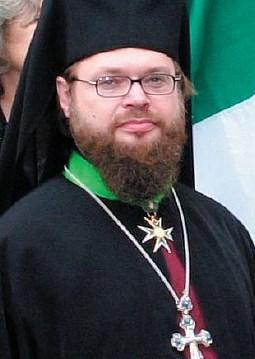 bc77020b041 M. Krupica s rytířským křížkem (na zelené stužce u krku) - zřejmě odznak  příslušnosti ke katolickému rytířskému řádu.